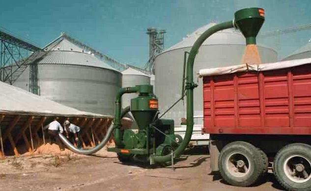 移动式多功能吸粮机应用现场
